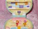 01-01 Polly Pocket 01 - Polly's Beach House.JPG